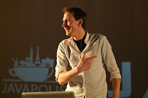 Me presenting at Javapolis 2007